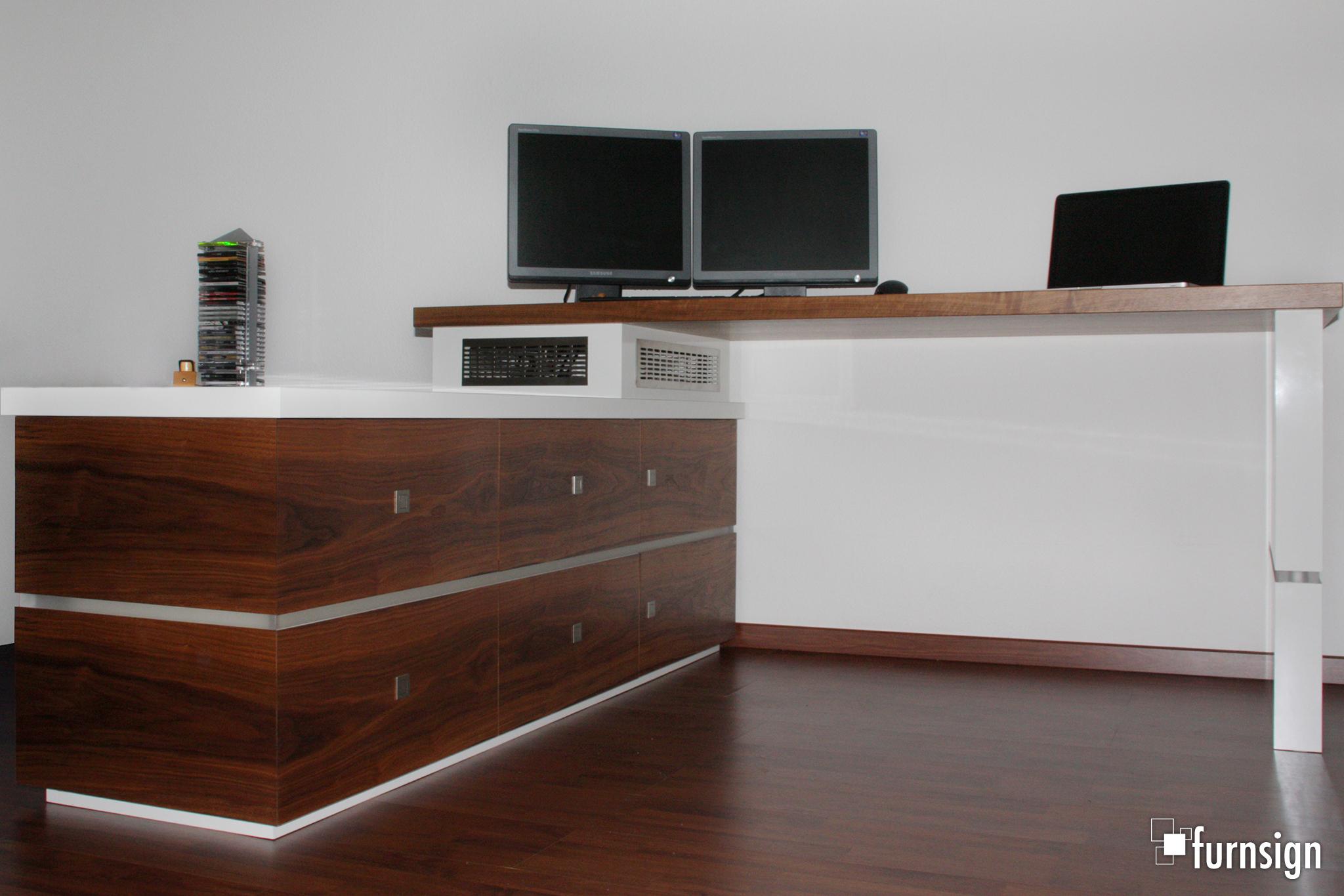 Schreibtisch_in_Nussbaum_2